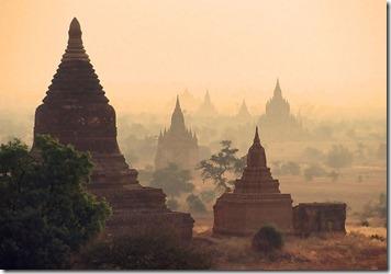 800px-Ruins_of_Bagan,_1999
