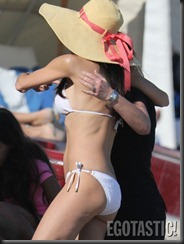 bethenny-frankel-white-bikini-in-miami-04-675x900