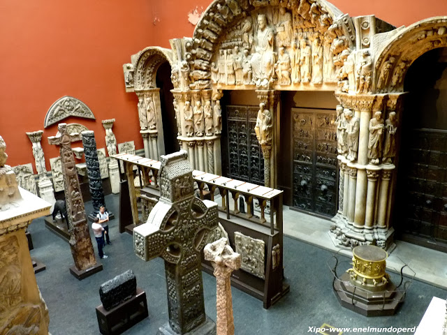 cruces-victoria-and-albert-museum.JPG