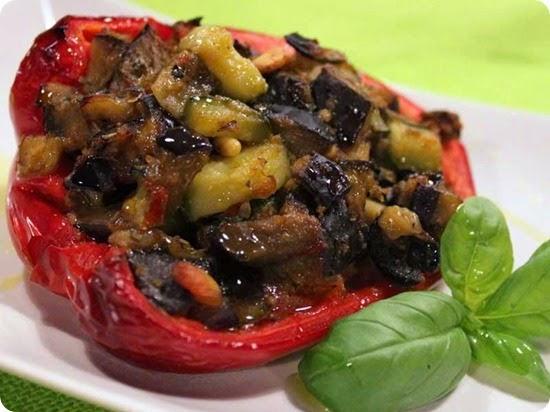 Peperoni imbottiti con melanzane e zucchine