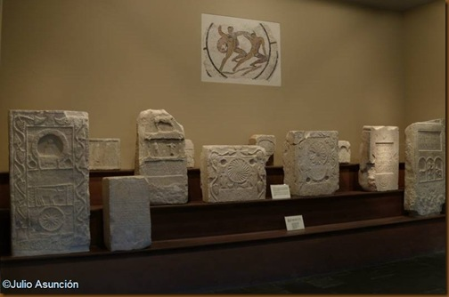 Estelas funerarias y mosaico de Teseo y el Minotauro - Museo de Navarra
