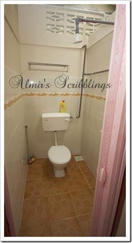 homestay di johol - toilet