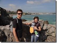 Pe fundal... plajele Sardinero bătute de valuri