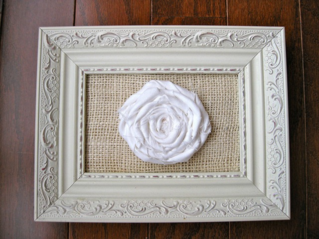 frames rossette with burlap