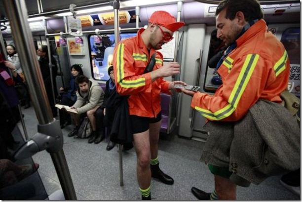 no-pants-subway-ride-17