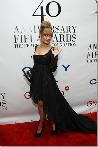 Nicole Richie 40th Annual Fifi Awards Outside q1U71kWNop-l