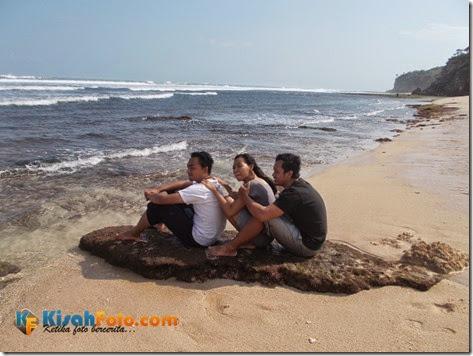 bermain ombak pantai watu kodok_01