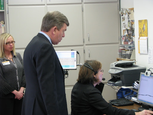 Congressman Roy Blunt looks at new technology for quadriplegics.