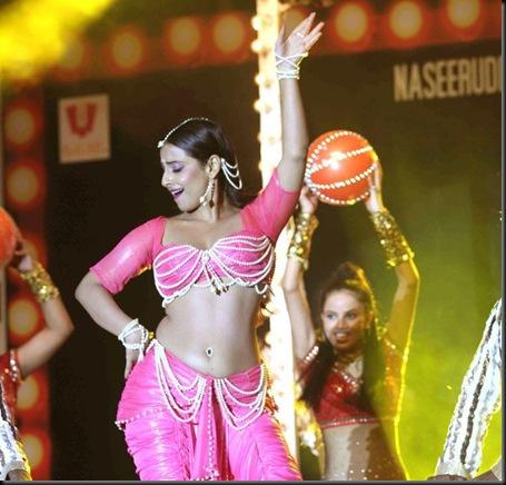 Vidya-Balans-dance-performance-pics-2