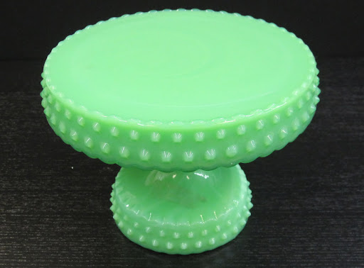 The color and texture to this cake stand is a lot of fun to display.