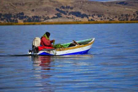 Barca pe Titicaca
