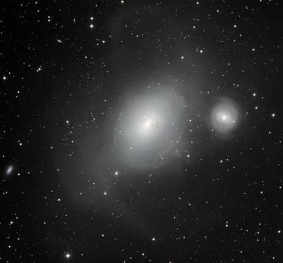 as galáxias contrastantes NGC 1316 e NGC 1317