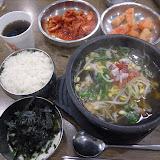 モヤシスープ定食。朝食に食べることも。