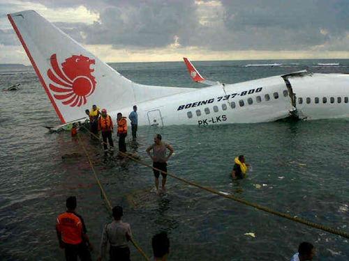 Lion Air jatuh di Bali (2)