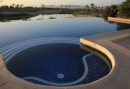 azulejo-color-azul-para-piscina-piscina-circular