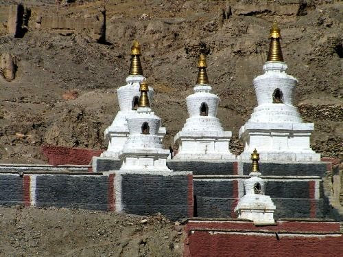 Du lịch tâm linh hành hương Phật giáo - Người Áo Lam