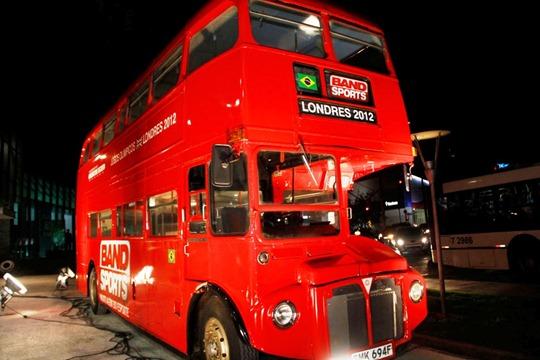 Ônibus do BandSports é exposto na Av. Nove de Julho (SP)
