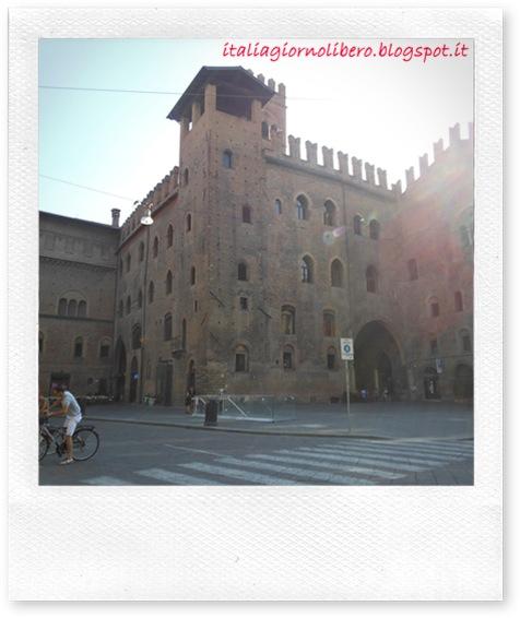 IGL Bologna centro, palazzo Re Renzo