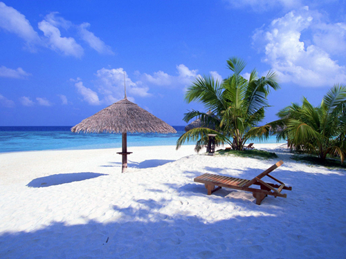 Praia com areia branca