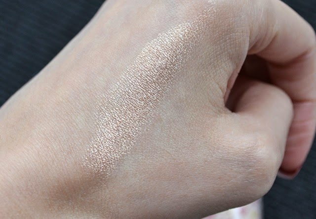 Peripera Heart Glow Stick in Gold Aura Review Swatch (5)