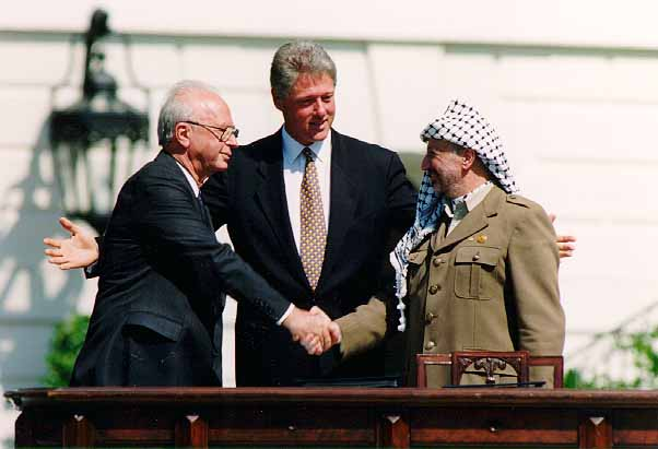 Bill_Clinton,_Yitzhak_Rabin,_Yasser_Arafat_at_the_White_House_1993-09-13.jpg