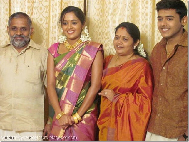 Actress-Ananya-Engagement-photos_04