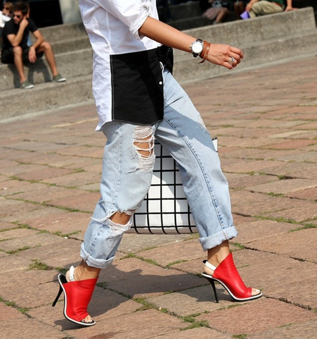 vogue-it-street-style-distressed-denim-light-blue-jeans-rips-torn-red-balenciaga-slingback-heels-sandals-balenciaga-check-bag-black-and-white-button-up-untucked-fashion-week-2