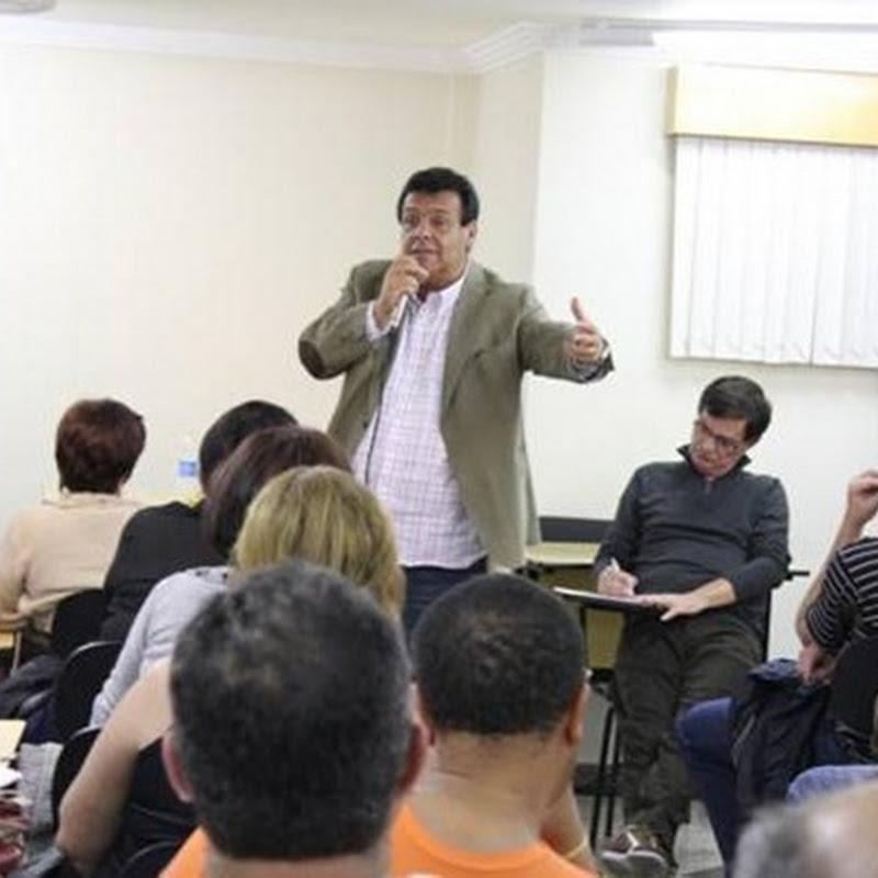 Pré-candidato Fernando Fernandes reúne-se com grupo de educadores