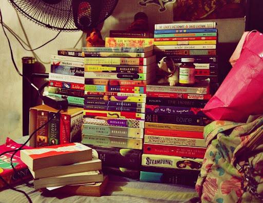 pile of books teen - photo #28