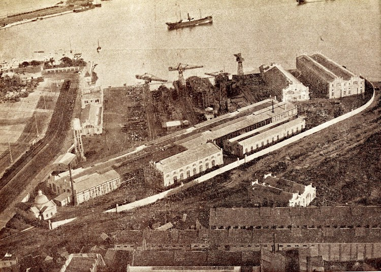 Fotografia aerea de los Astilleros, tomada el 11 de Diciembre de 1.934. En primer termino los Talleres Gomez, pertenecientes también a Unión Naval de Levante S.A..JPG