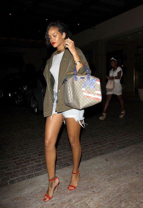 thecoloursofmycloset_rihanna-gucci-limited-edition-usa-flag-collection-boston-bag-upscalehype