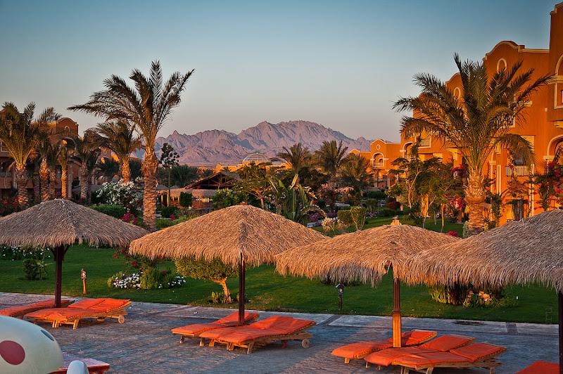 Отель Caribean World Resort Soma Bay. Хургада. Египет. Аравийские горы просто прекрасны в утреннем свете.