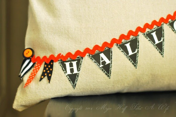 No sew way to add a pennant banner to a pillow