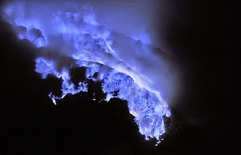 «كواه Kawah بركان لهباً kawah-ijen-5%25255B1