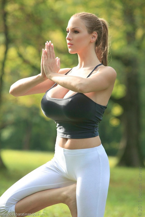 jordan carver linda sexy sensual peitos tits big tits fazendo yoga  desbaratinando  (4)