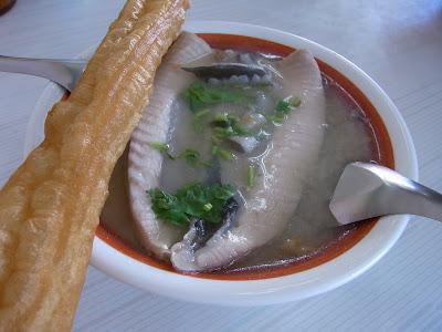 早速朝ご飯。サバヒーという魚のお粥。めちゃくちゃうまー。