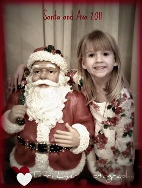 Ava & Santa 3292