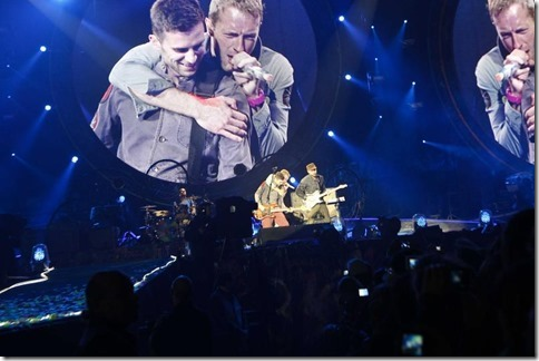 Hannover 45000 Tausend FAns feiern Coldplay in der AWD Arena  (Foto/Michael Thomas)