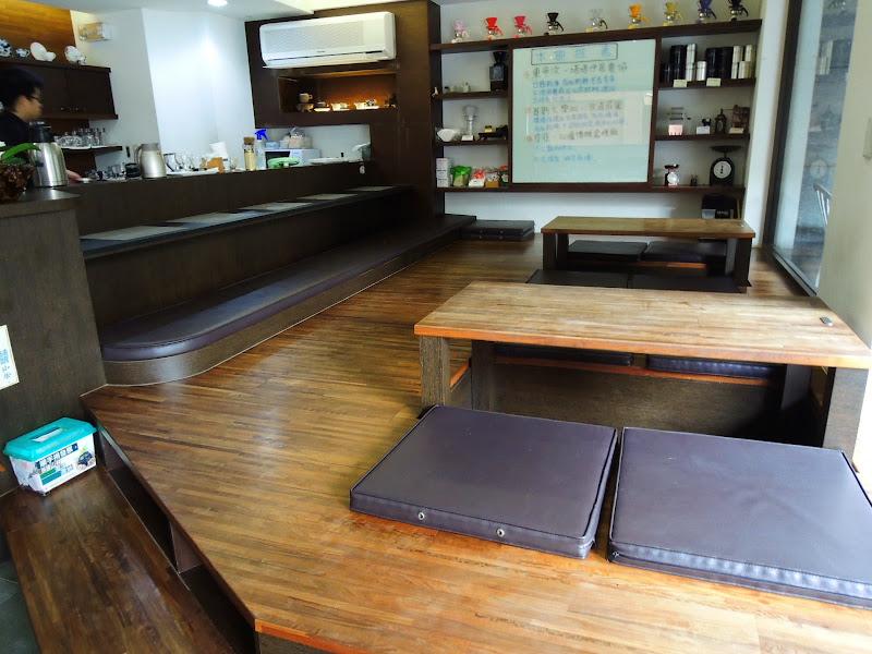 哈亞極品咖啡 Haaya's Coffee 的和式座位區.jpg