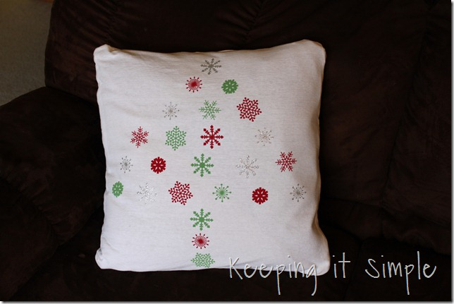 Christmas snowflake pillow (1)