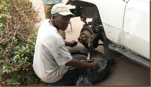 Tatu Shambuyi repairing Land Cruiser - Muena Ditu sm