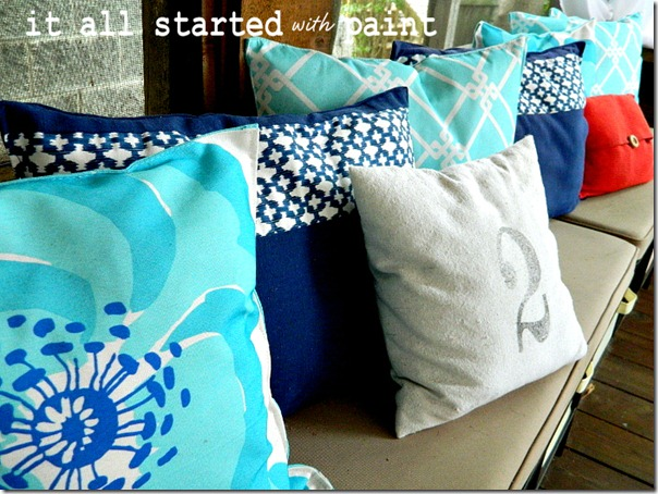 placemat_pillows_on_screen_porch