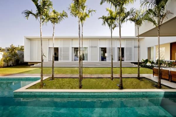 casa-minimalista-Casa-do-Patio-de-Leo Romano