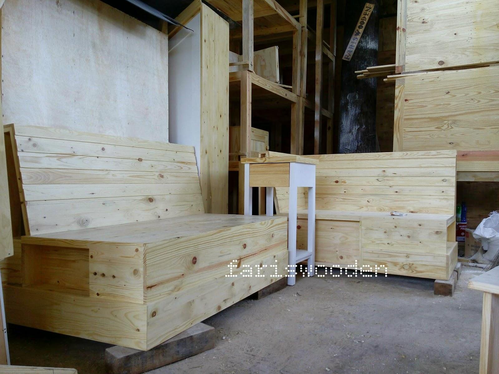 Pusat furniture jati belanda lemari kaca jati belanda for Kitchen set kayu jati belanda