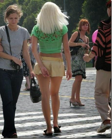 women-street-walkers-006