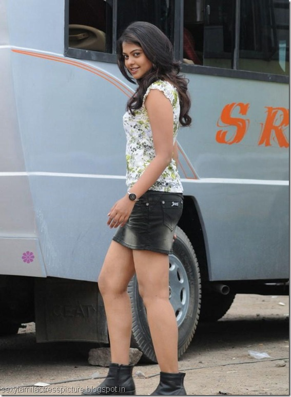 bindu-madhavi-hot-in-mini-skirt-pci