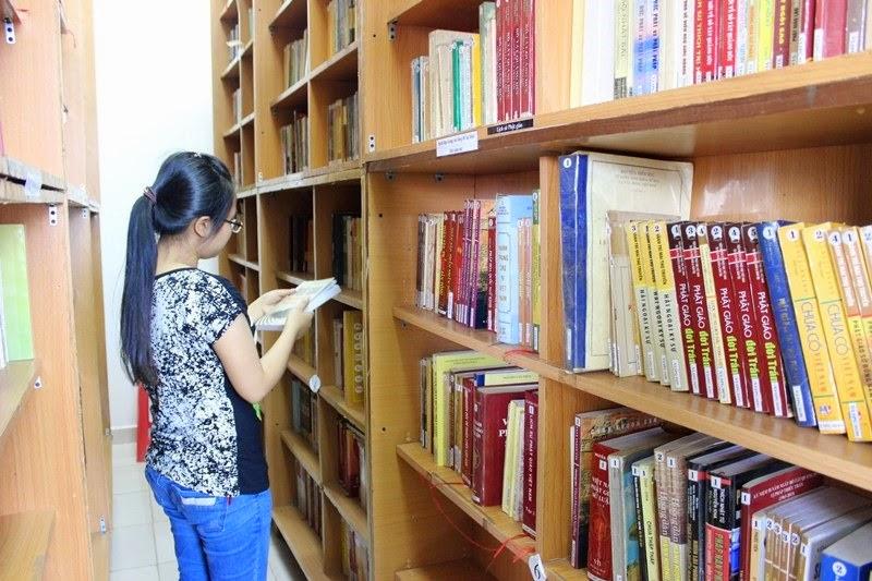 Thư Viện Phật Giáo Huệ Quang - Người Áo Lam