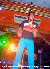 Henrico cantando ao vivo