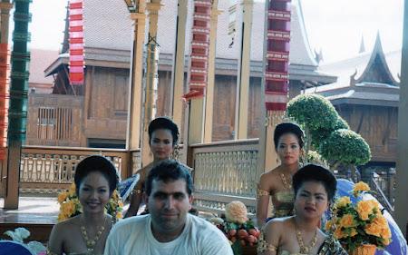 Imagini Thailanda: dansatoare thailandeze in Bangkok