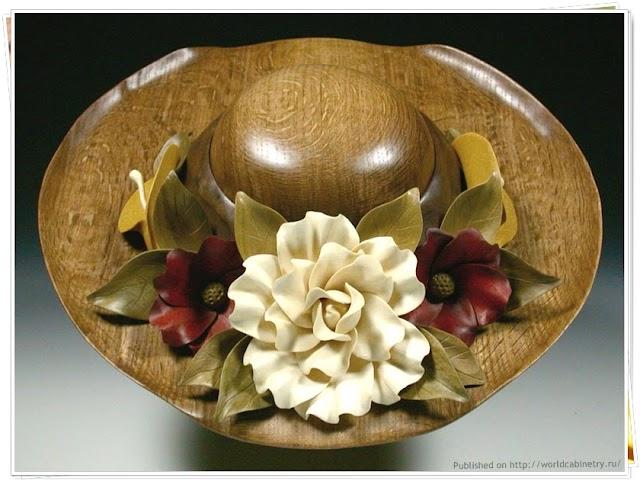 1151 Oak Flowered Hat Скульптуры из дерева и алебастра. Дениз Нильсен и Джордж Уортингтон